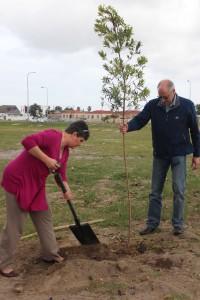 Michelle Kemper & Dave Fuller @ Nampak Bevcan Tree Planting - 21 Sep 15
